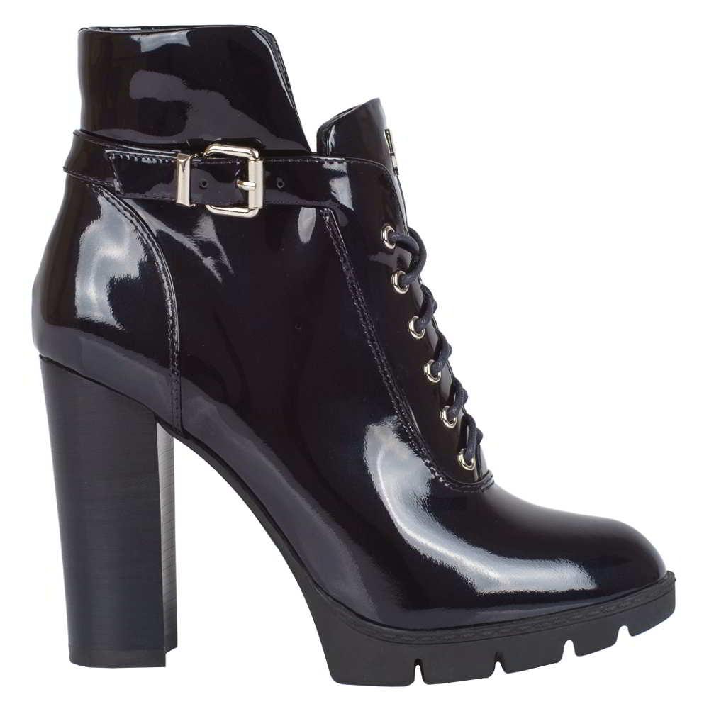 Amazon compliant shoe photo